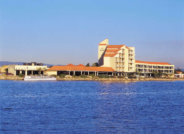 The Lakes Resort Hotel - Accommodation Melbourne