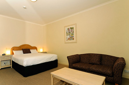 Quality Hotel Tiffins on the Park - Accommodation Melbourne
