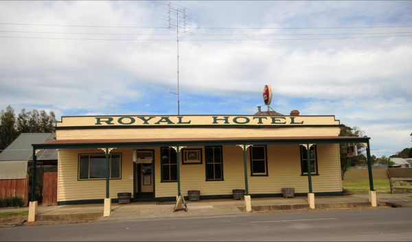 Royal Hotel Snake Valley - Accommodation Melbourne