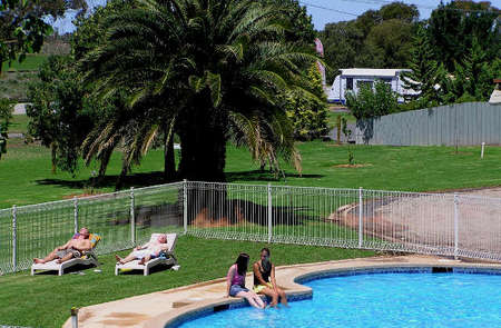 Swan Hill Holiday Park - Accommodation Melbourne