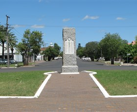 War Memorial and Heroes Avenue Roma - Accommodation Melbourne