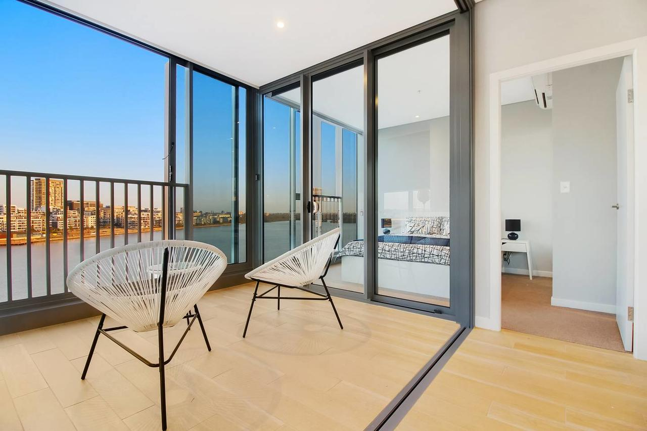 Brand New 3 Bedrooms Apt with Waterfront View - Accommodation Melbourne