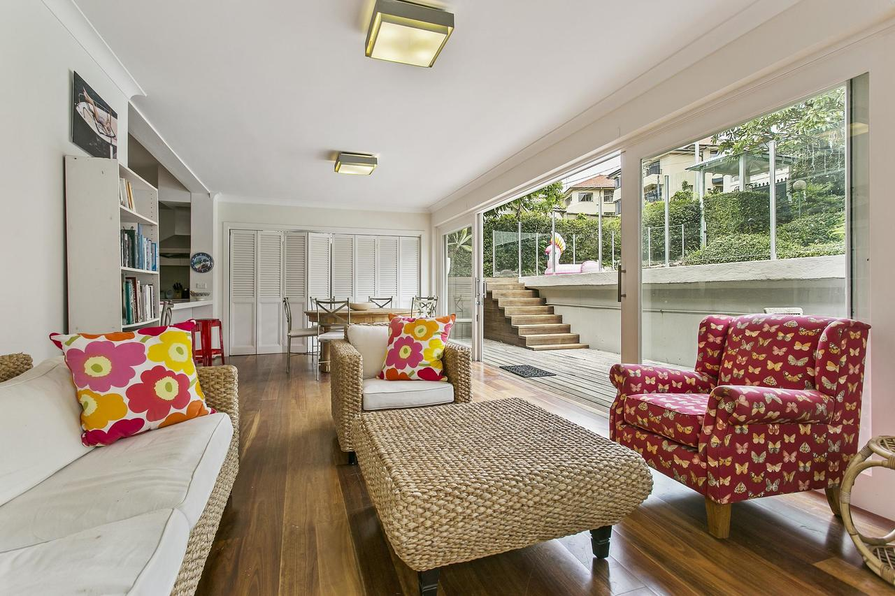 Summery spacious 4 bed home in Kurraba Point - Accommodation Melbourne