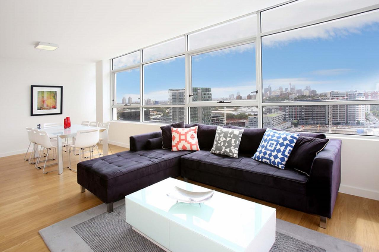 Gadigal Groove - Modern and Bright 3BR Executive Apartment in Zetland with Views - Accommodation Melbourne