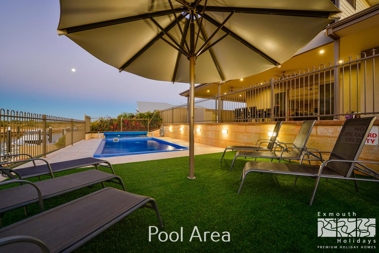 7 Kestrel Place - PRIVATE JETTY  POOL - Accommodation Melbourne