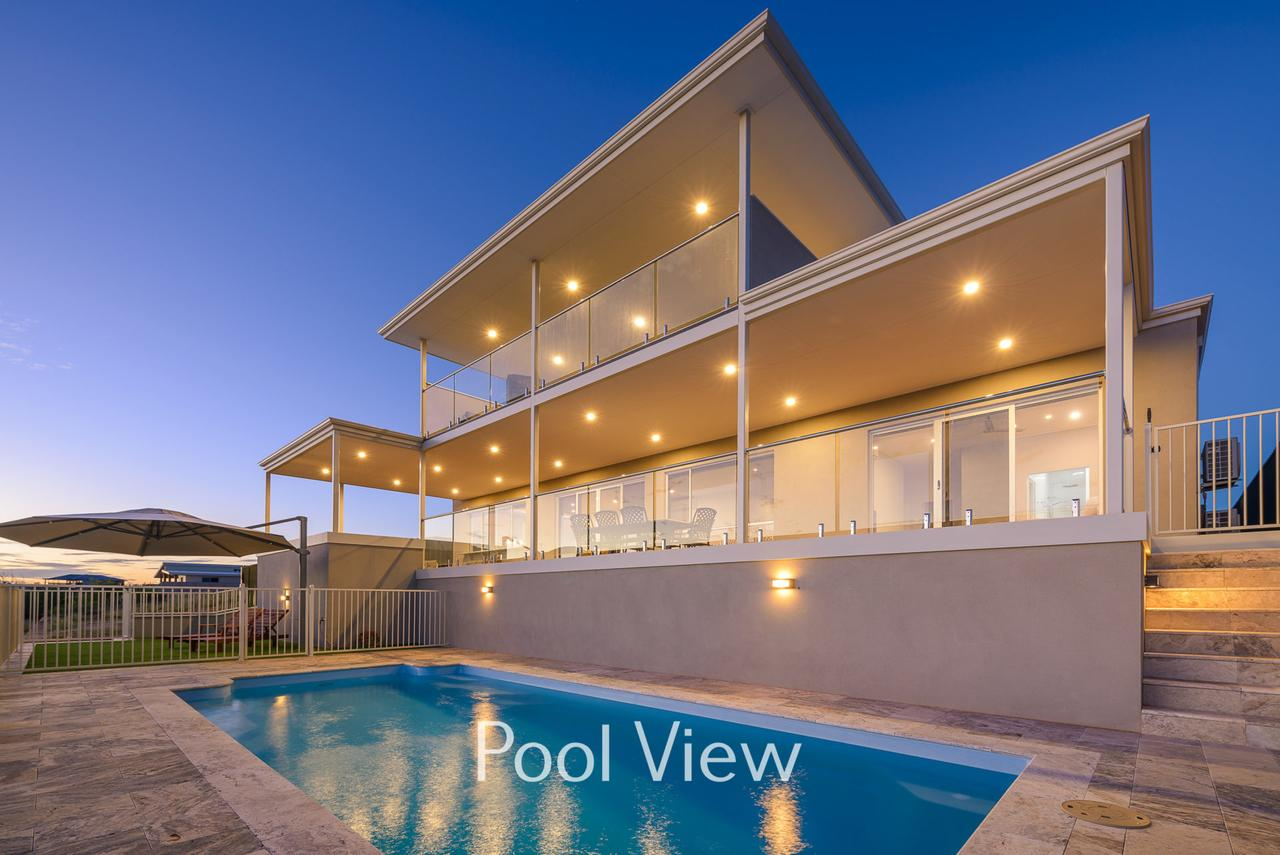 32 Corella Court - Private Jetty and Pool - Accommodation Melbourne