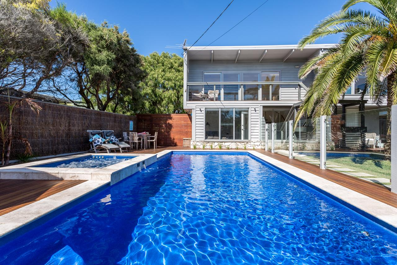 Front Beach House - Accommodation Melbourne