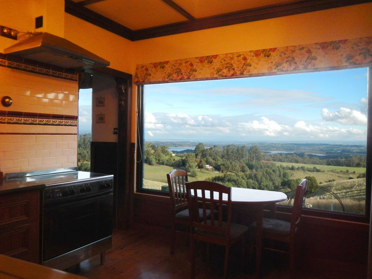 A Cottage with a View at Tudor Ridge - Accommodation Melbourne