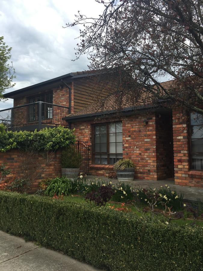 Bricks and Roses - Accommodation Melbourne