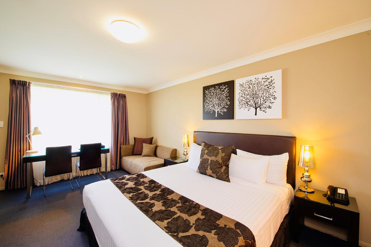 Best Western Plus Ambassador On Ruthven Motor Inn - Accommodation Melbourne